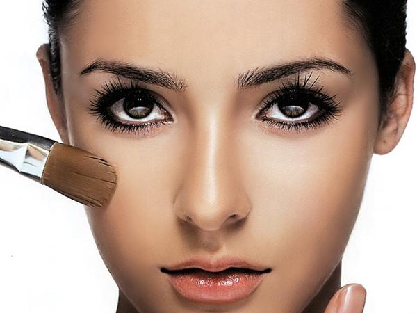 Simak Tips Pakai Make Up untuk Kulit Berjerawat
