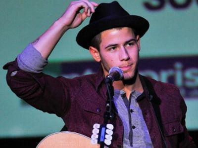 Pasca Bubar dengan Jonas Brothers, Nick Jonas Langsung Memulai Karir Solonya!