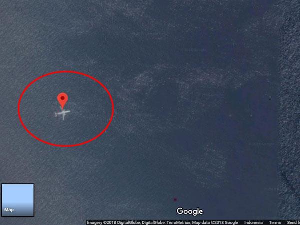 Viral di Media Sosial Lewat Maps, Sebuah Pesawat Ditemukan 'Tenggelam' di Perairan Sumatera Barat?