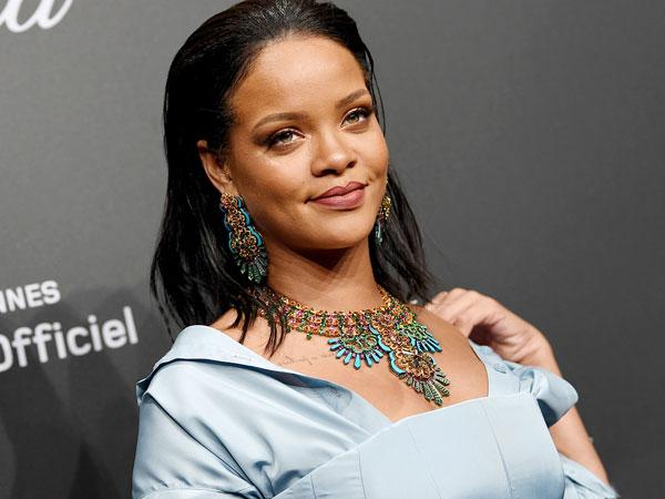 Ups, Rihanna Akui Punya Kebiasaan Aneh Yaitu Suka Mencuri?