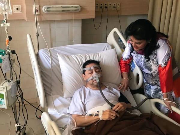 Menyimak Kejanggalan Foto Setya Novanto Tersangka Kasus Korupsi e-KTP yang Terbaring di Rumah Sakit