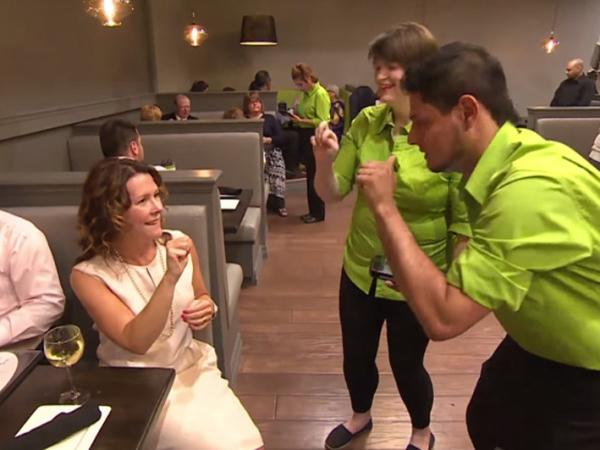 Pekerjakan Tunarungu, Restoran Ini Gunakan Bahasa Isyarat