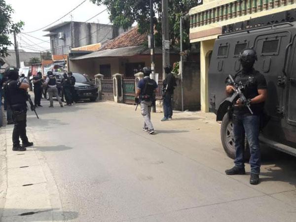 Mencekam, Kepolisian Grebek Terduga Teroris di Daerah Kunciran Tangerang