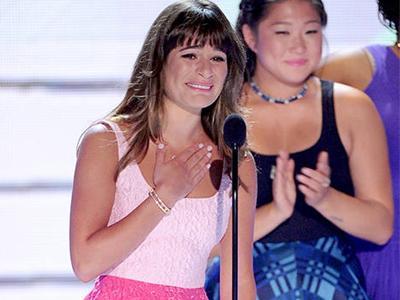 Terima Penghargaan Teen Choice, Lea Michele Menangis Ingat Cory Monteith