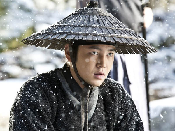 Makan Ular Sungguhan, Totalitas Jang Geun Suk Tuai Pujian Dari Produser Drama 'Jackpot'