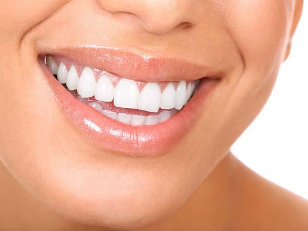 Dapatkan Gigi yang Lebih Putih Dengan Bahan Alami Ini Yuk!