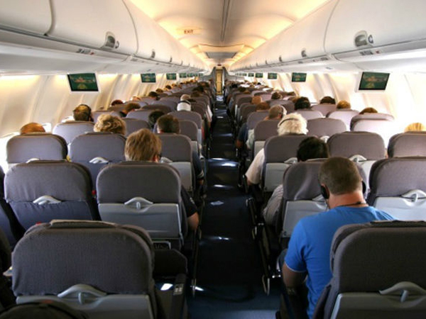 Bersiap Arus Balik, Ini Tips Mengusir Rasa Bosan di Pesawat