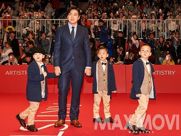 Gemasnya Aksi Kece Song Triplets di Red Carpet 'Busan International Film Festival'