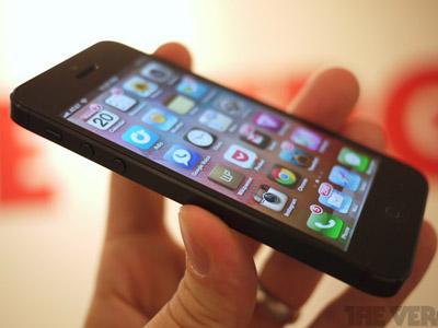Seorang Wanita di New York Dipaksa Menelan iPhone oleh Kekasihnya