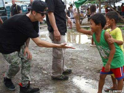 Kunjungi Filipina, Justin Bieber Hibur Korban Topan Haiyan
