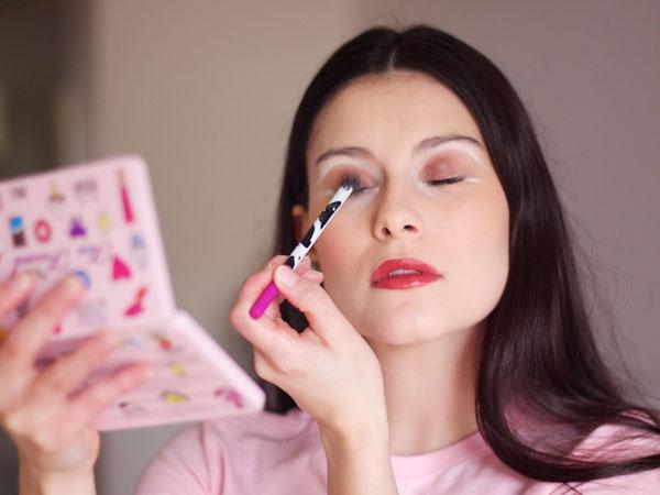 Bikin Penampilan Lebih Tua, Hindari Kesalahan Saat Pakai Makeup Ini