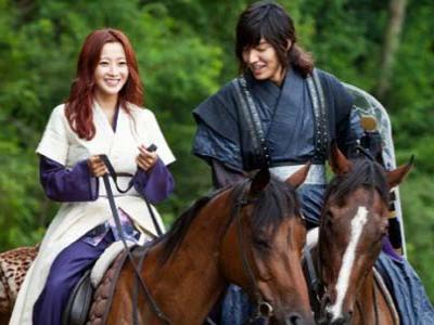 Lee Min Ho-Kim Hee Sun Berkuda Mesra di Faith