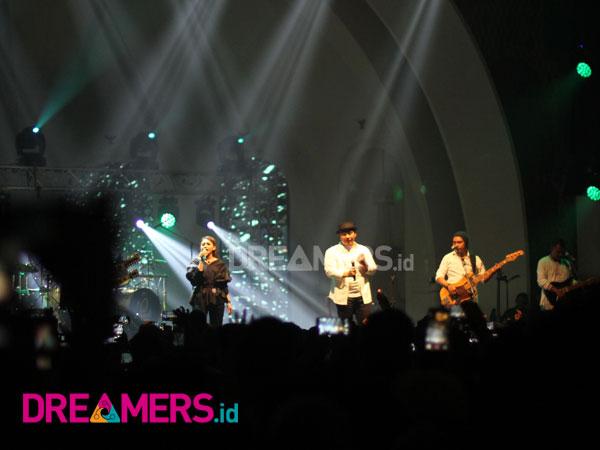 'Sesuatu yang Indah' Bertabur Manis di Konser Comeback 'Padi Reborn'