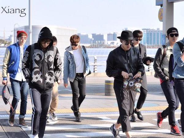 Terbang ke Jakarta, 2PM Bergaya Casual & Simple Look di Bandara
