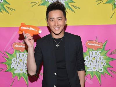Kalahkan Psy, Hangeng Eks SuJu Raih Penghargaan di Kids Choice Awards 2013!