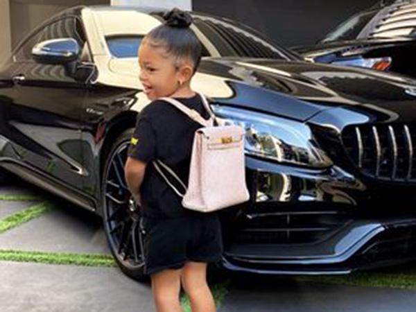 Anak Kylie Jenner Mulai Sekolah, Tas Hermes Rp 148 Juta Jadi Sorotan
