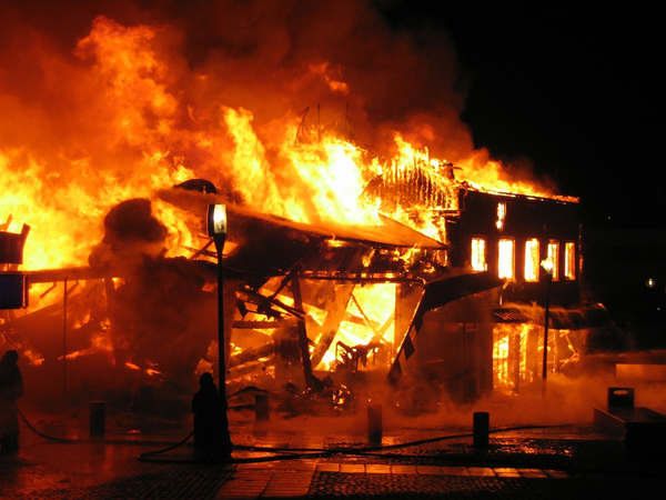 Kritik Pedas Sang Gubernur, Rumah Remaja Aktivis di Irak Ini Dibakar