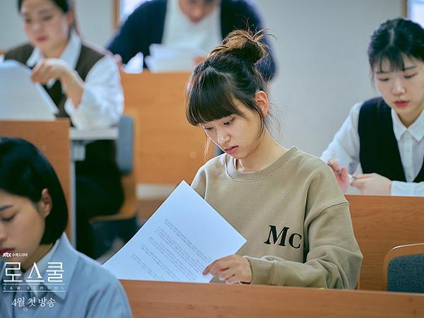 Potret Ryu Hye Young Jadi Mahasiswi Hukum yang Tertinggal di Drama Law School