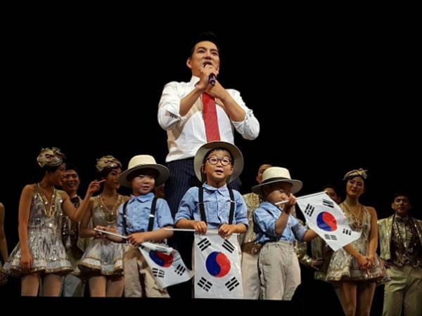 Rayakan Hari Kemerdekaan, Song Triplets Ikut Tampil di Drama Musikal Ayahnya!