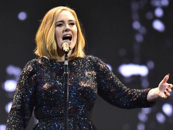 Lupakan Insiden Memalukan Tahun Lalu, Adele Terima Tawaran Tampil di Grammy Awards 2017!