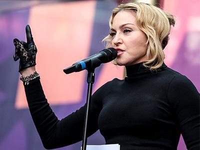 Kelelahan, Madonna Menangis di Belakang Panggung!