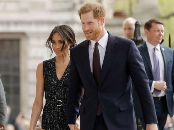 Pangeran Harry Tepis Tangan Meghan Markle di Hadapan Publik?