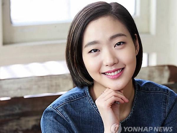 Selfie Tanpa Make-up Dibully, Kim Go Eun: Setiap Wanita Punya Kecantikan Berbeda