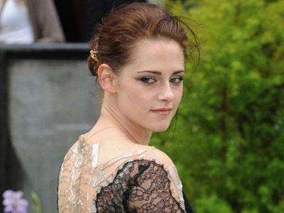 Kristen Stewart Akan Kembali Perankan Snow White Dalam Sequelnya!