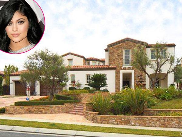Keluar dari Rumah Orang Tua, Kylie Jenner Beli Mansion Seharga 34 Miliar Rupiah