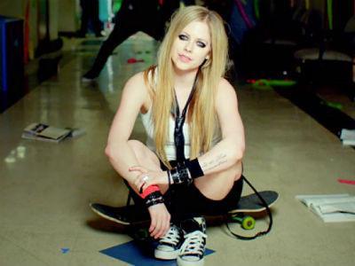 Avril Lavigne Bakal Konser di Jakarta Maret 2014!