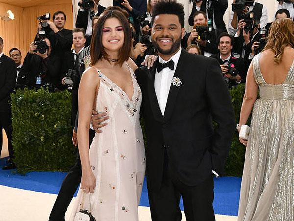 Mesranya Selena Gomez dan The Weeknd Debut Red Carpet di Met Gala 2017