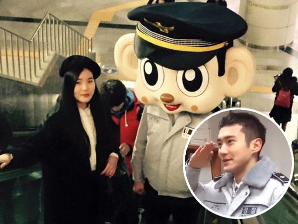 'Diam-diam' Siwon Super Junior Keliling Stasiun Bawah Tanah, Ngapain Ya?