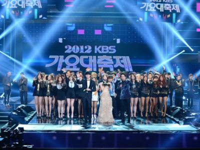 Sistem Audio Terganggu, Para Idola K-Pop Ini Tetap Bernyanyi dengan Baik