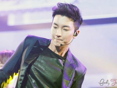Penampilan Terakhir Leeteuk Super Junior Sebelum Wamil