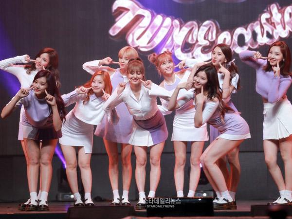 Debut Sub Unit Hingga Promosikan Grup Lain, Warnai Keseruan TWICE di 'Weekly Idol'
