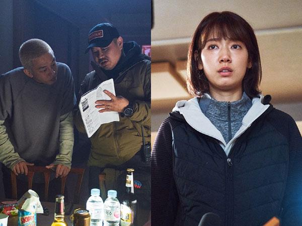 Melihat Seriusnya Yoo Ah In dan Park Shin Hye di Balik Layar Film '#ALIVE'