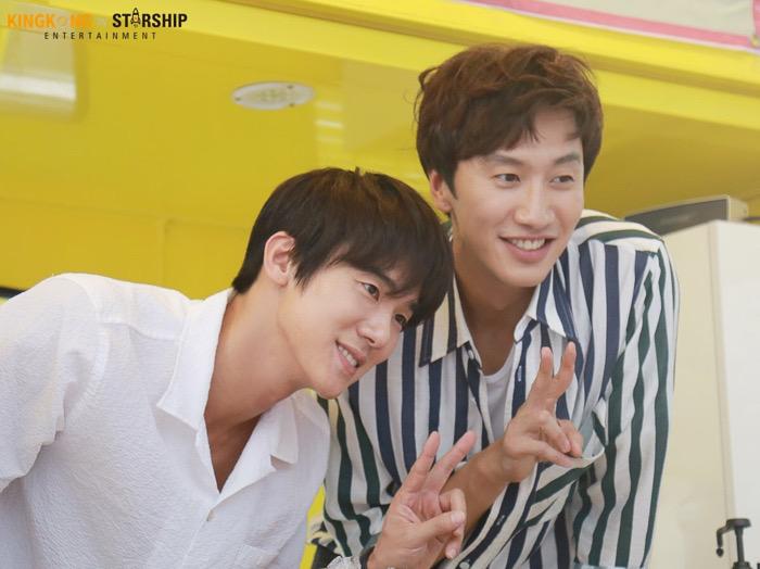 Yoo Yeon Seok dan Lee Kwang Soo Perpanjang Kontrak dengan Agensi Lama