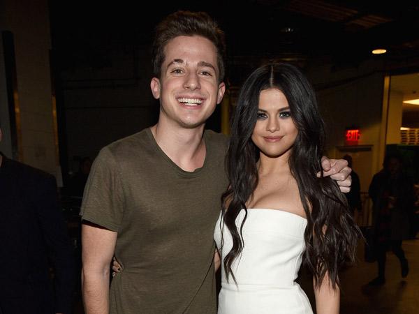 Charlie Puth Gelar Konser, Mungkinkah Selena Gomez Hadir?