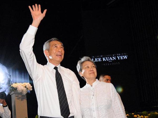 Unggah Foto Monyet Acungkan Jari Tengah, Istri PM Singapura Tuai Kontroversi!