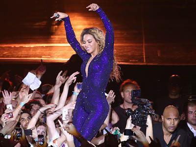 Tengah Tampil di Atas Panggung, Bagian Tubuh Pribadi Beyonce Ditepuk Fans!