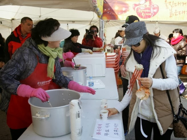 Asyiknya Pesta Makan Kepiting Raja di Korea Saat Musim Semi
