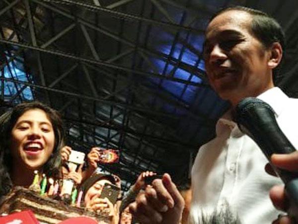Respon Kocak Jokowi saat Dipaksa Tiup Lilin Ulang Tahun