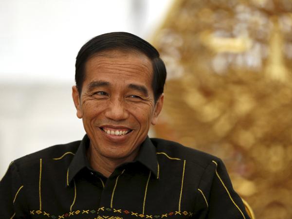 Kehabisan Pakaian Dalam, Presiden Jokowi Kembali Terlihat Berbelanja di Tempat Publik