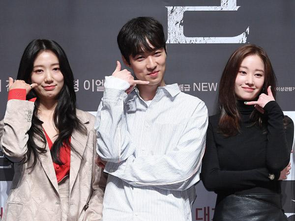 Dikira Aktor, Ketampanan Sutradara Film Terbaru Park Shin Hye Bikin Salah Fokus