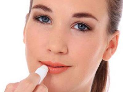 Lem Dianggap Lipbalm, Bibir Wanita Ini Tak Bisa Terbuka