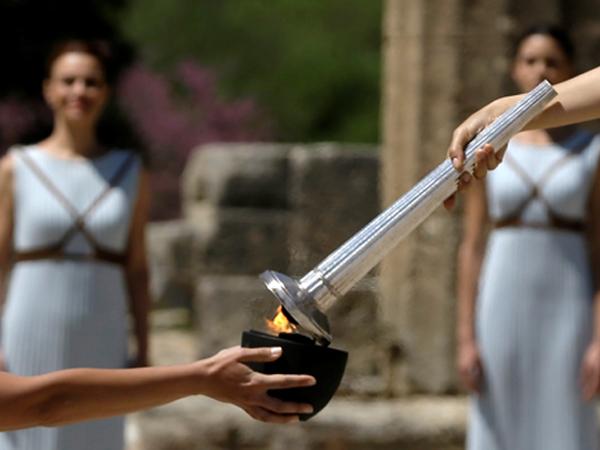 Akan Dibawa Oleh 12 Ribu Orang, Api Olimpiade Resmi Membara di Yunani