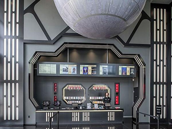 Sambut Perilisan, Bioskop Ini Dibuat Jadi Markas 'Star Wars'!