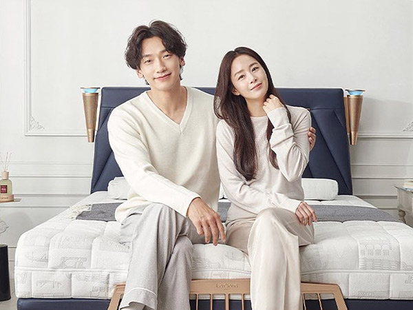 Manisnya Rain dan Kim Tae Hee Saling Goda Saat Syuting Iklan Bareng