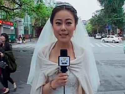 Laporkan Gempa China, Meski Pakai Gaun Pengantin