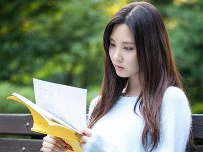 Cantiknya Seohyun SNSD Saat Pelajari Skrip Drama!